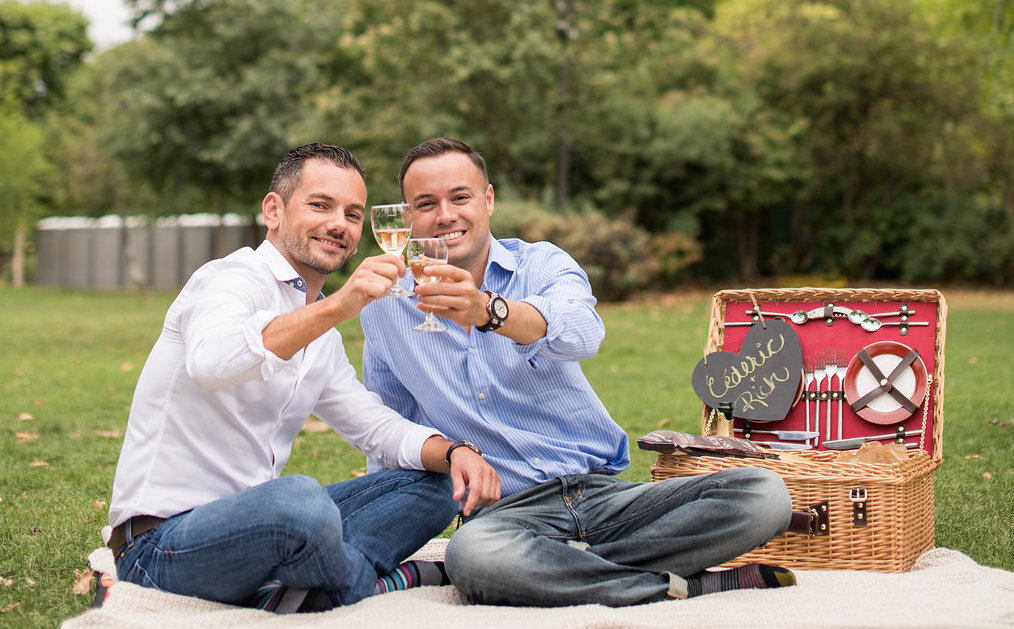 Cederic & Rich's Engagement photos & picnic in Paris!